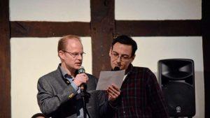 Grußworte sprachen Daniel Reitel und Faris Al Hamdani vom Verein für Flüchtlingshilfe OK! Bad Essen. Foto: Kerstin Balks