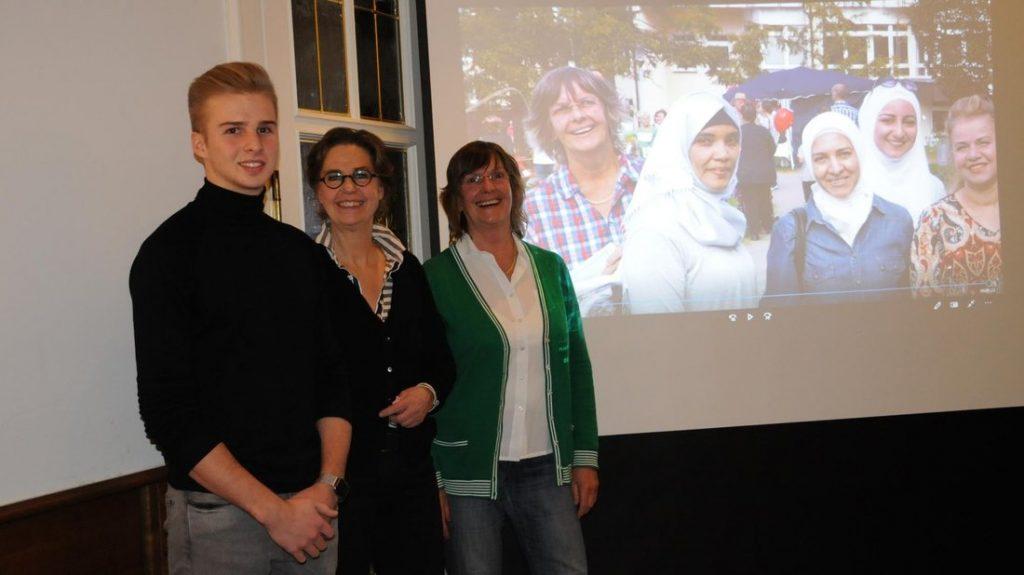 Den Film über die Flüchtlingsarbeit produzierten Nick Gärtner, Viktoria Freifrau von dem Bussche und Andrea Wirsching-Schulz von OK (Offene Kommune) Bad Essen.
